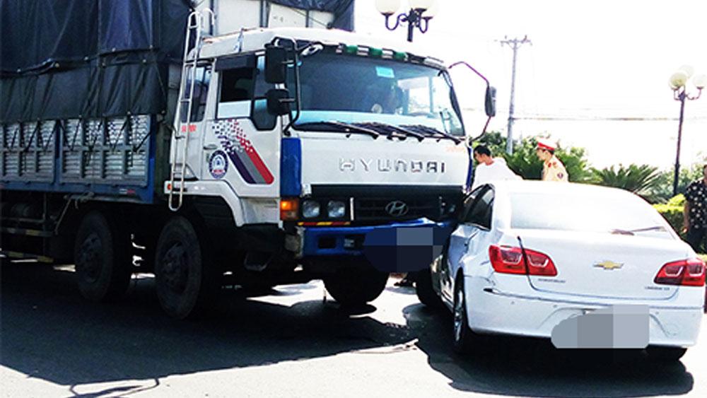 Sau va chạm giao thông, đu bám đầu xe dẫn đến bị thương nặng